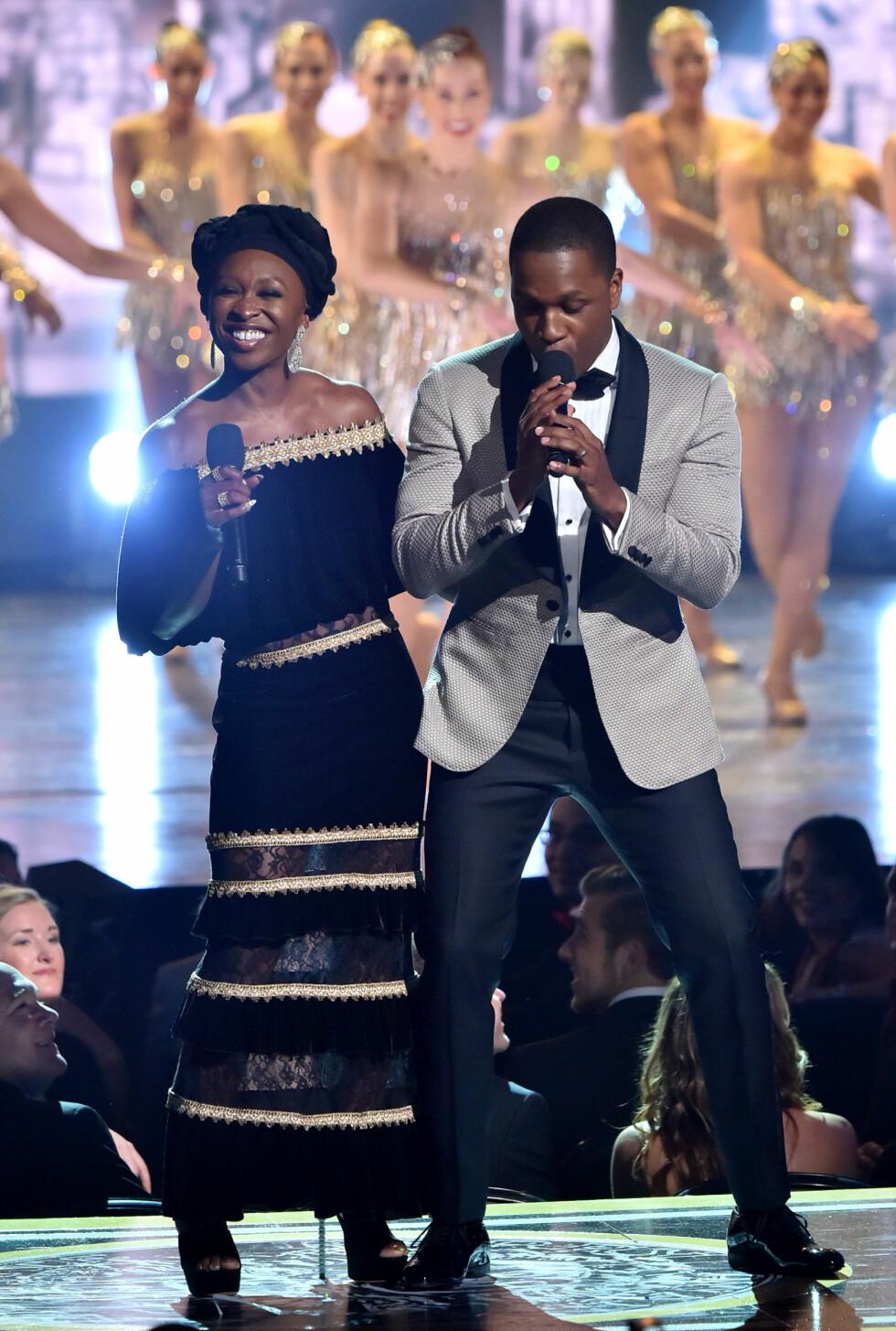 TONY AWARDS: Artistene Cynthia Erivo og Leslie Odom Jr. sto for deler av underholdningen. Foto: NTB Scanpix