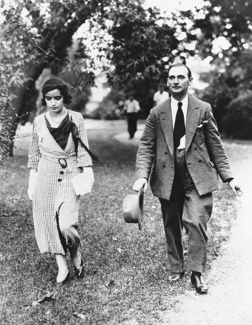 MISTENKTE: Barnepiken Betty Gow, som fant den tomme babyvuggen, og butler Ollie Wheatley var blant de første mistenkte. Dette bildet er tatt i forbindelse rettshøringene i 1934. Foto: NTB Scanpix