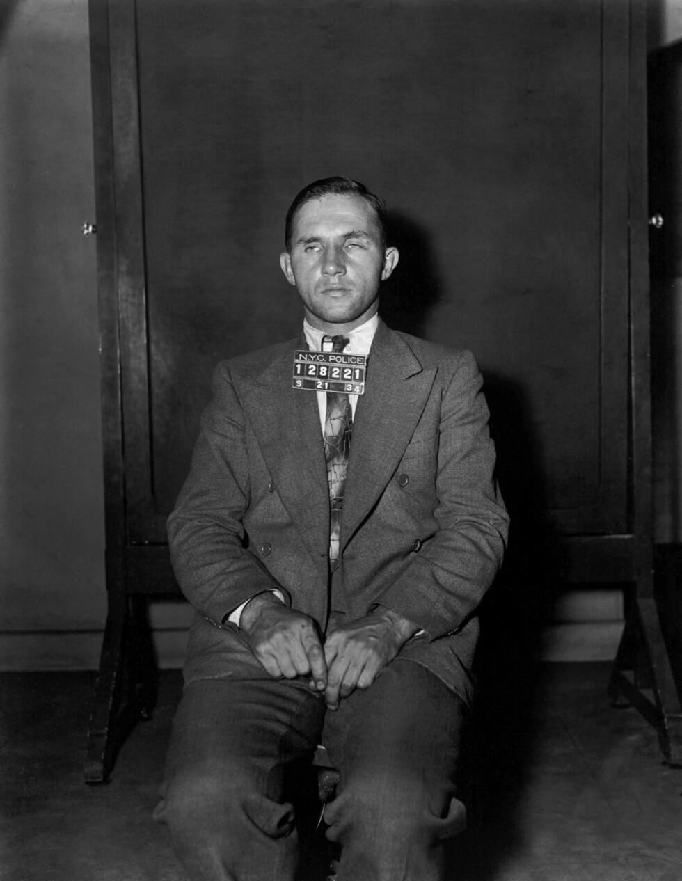 MUGSHOT: Snekker Bruno Richard Hauptmann ble i 1934 arrestert for kidnapping og mord på lille Charles Lindbergh, jr. Her poserer han for politiet i New York høsten 1934. Halvannet år senere ble han henrettet. Han hevdet hele tiden sin uskyld. Foto: NTB Scanpix