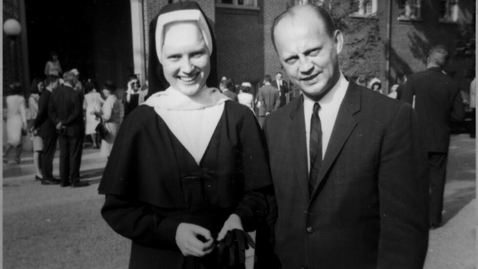 THE KEEPERS: Søster Cathy Cesnik ble funnet drept 3. januar 1970 - da hadde hun vært forsvunnet i rundt to måneder. Pater Joseph Maskell er mistenkt for å ha hatt noe med saken å gjøre. Foto: Netflix