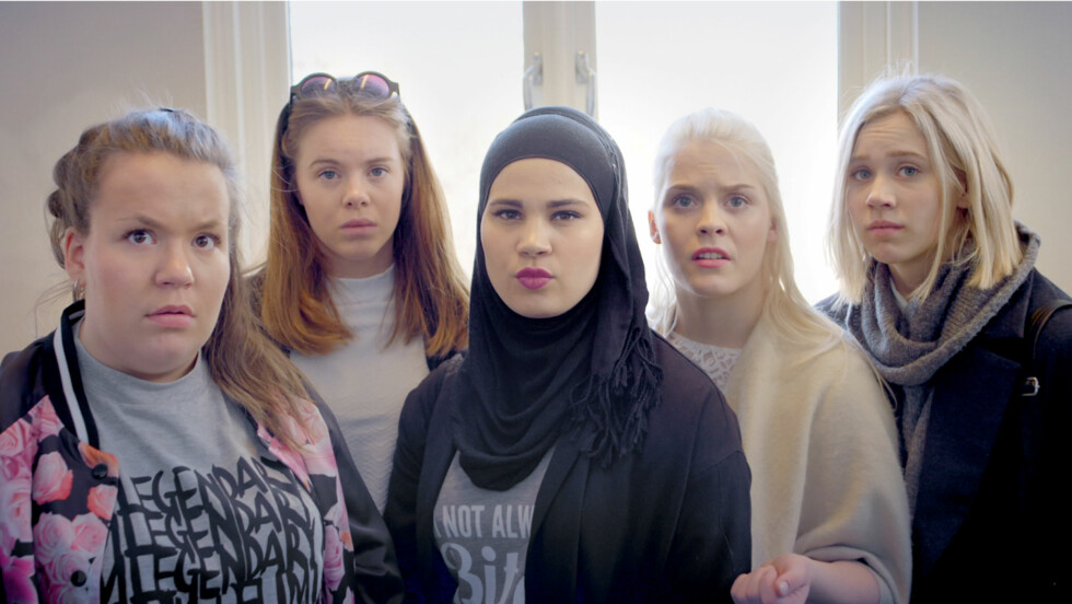 SKAM-SUKSESS: I sesong 4, som er den siste og som sendes på nett-tv nå, er det Sana (Iman Meskini) som har hovedrollen. Her ser du også f.v. Chris (Ina Svenningsdal), Eva (Lisa Teige), Vilde (Ulrikke Falch) og Noora (Josefine Frida Pettersen).  Foto: NRK