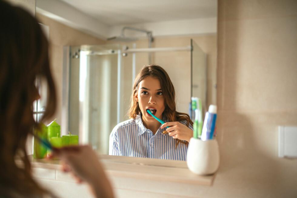 VIKTIG MED TANNPUSS: Har du periodontitt er det viktig med god munnhygiene, men du trenger hjelp av tannlegen for å kontrollere sykdommen godt.  Foto: Scanpix
