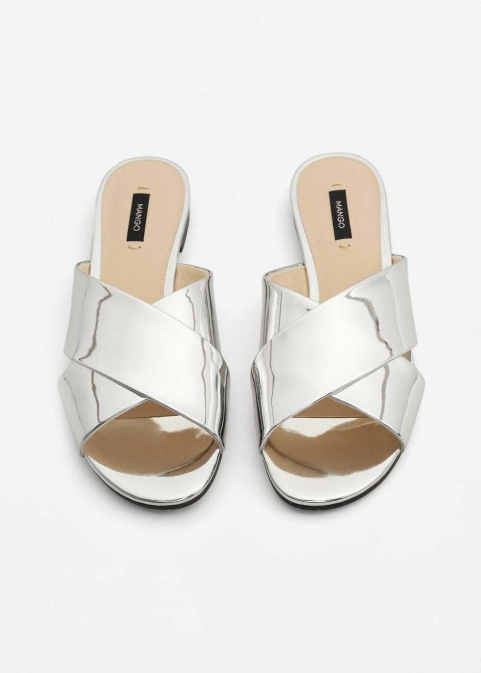 Sandaler fra Mango | kr 269 | http://shop.mango.com/NO/p1/damer/tilbeh%C3%B8r/sko/flate-sandaler/sandal-med-metallfargede-remmer?id=83025575_PL&n=1&s=accesorios.zapatos&ts=1496053539526