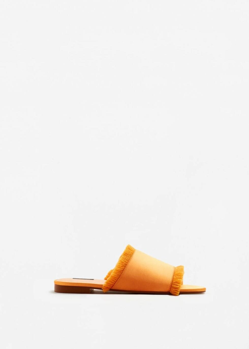 Sandaler fra Mango | kr 299 | http://shop.mango.com/NO/p1/damer/tilbeh%C3%B8r/sko/flate-sandaler/sandaler-i-sateng-med-frynser?id=83019048_20&n=1&s=accesorios.zapatos&ts=1496053539526