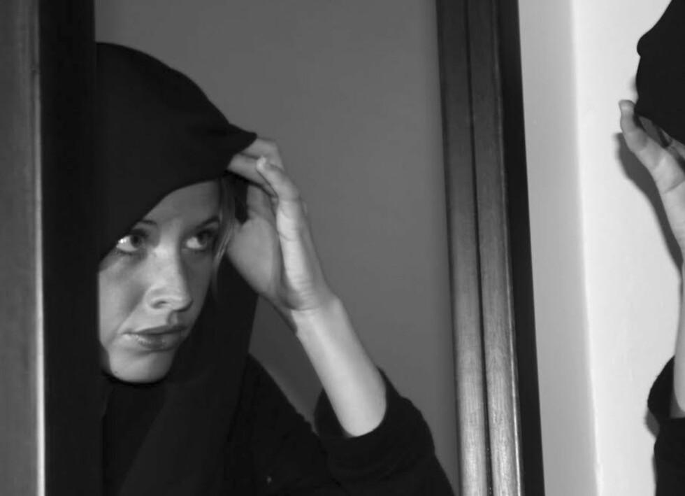BRUKTE HIJAB: Lene Wold brukte alltid hijab på jobb i Jordan. Dette bildet er fra 2012, da hun så vidt var i gang med ånøste opp historien.  Foto: Privat