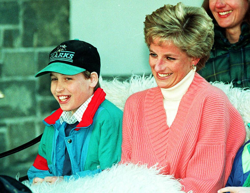 SAVNER MAMMA: Prins William var bare 15 år da moren døde i bilulykken i Paris i 1997. I et intervju publisert i mai i år forteller prins William åpent om savnet etter sin verdensberømte mor. Dette bildet er tatt i mars 1994. Foto: NTB Scanpix