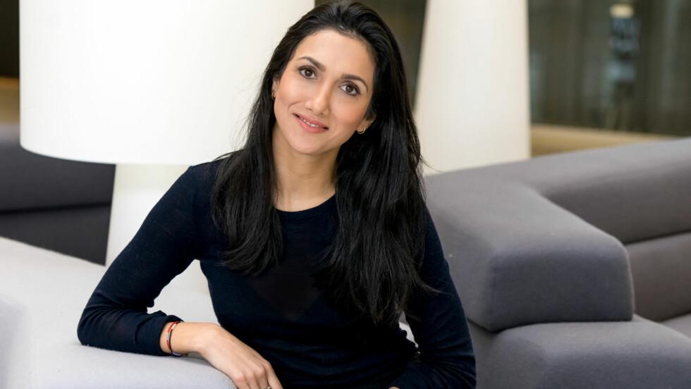 POSTITGERILIJAEN: Mina Ghabel Lunde går hardt ut mot Post-it-geriljaen: Kampanjen bommer på sin målgruppe. For det er ikke i speilet, der lappene henger, at vi ser våre forbilder. Foto: Per Ervland