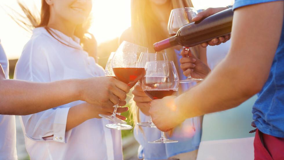 ALKOHOL OG BRYSTKREFT: Alkohol påvirker østrogennivået i kroppen, og mye østrogen er en vekstfaktor for brystkreft. Foto: NTB scanpix