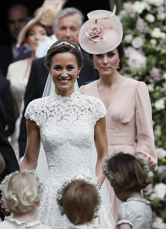 Hertuginne Kate følger etter sin nygifte søster Pippa Foto: AP