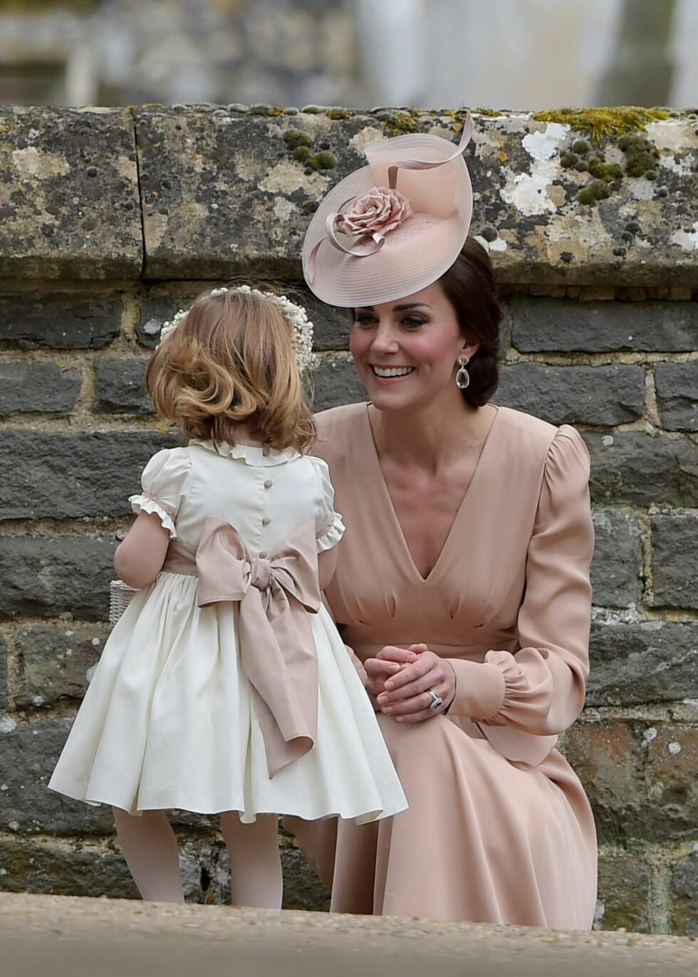 Hertuginne Kate sammen med datteren prinsesse Charlotte Foto: Shutterstock