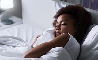 - Jeg vil anbefale at man legger seg når man er søvnig og står opp når man må - helst til samme tid hver dag