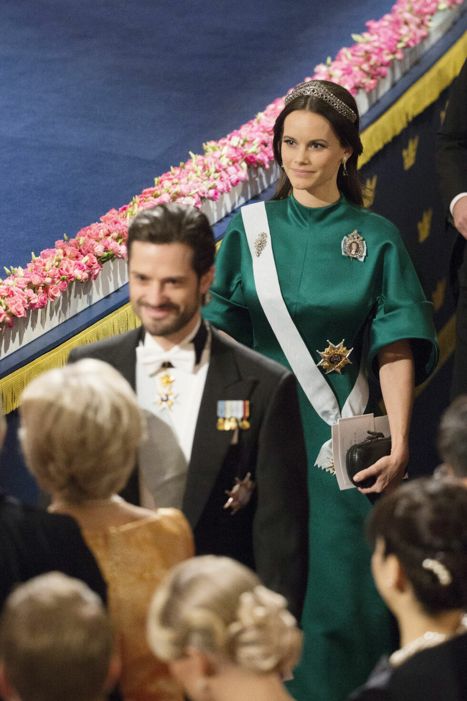 LÅNTE VICTORIAS DIADEM: Prinsesse Sofia i en smaragdgrønn kjole fra svenske Dagmar og svigerinnens diadem. Foto: NTB Scanpix