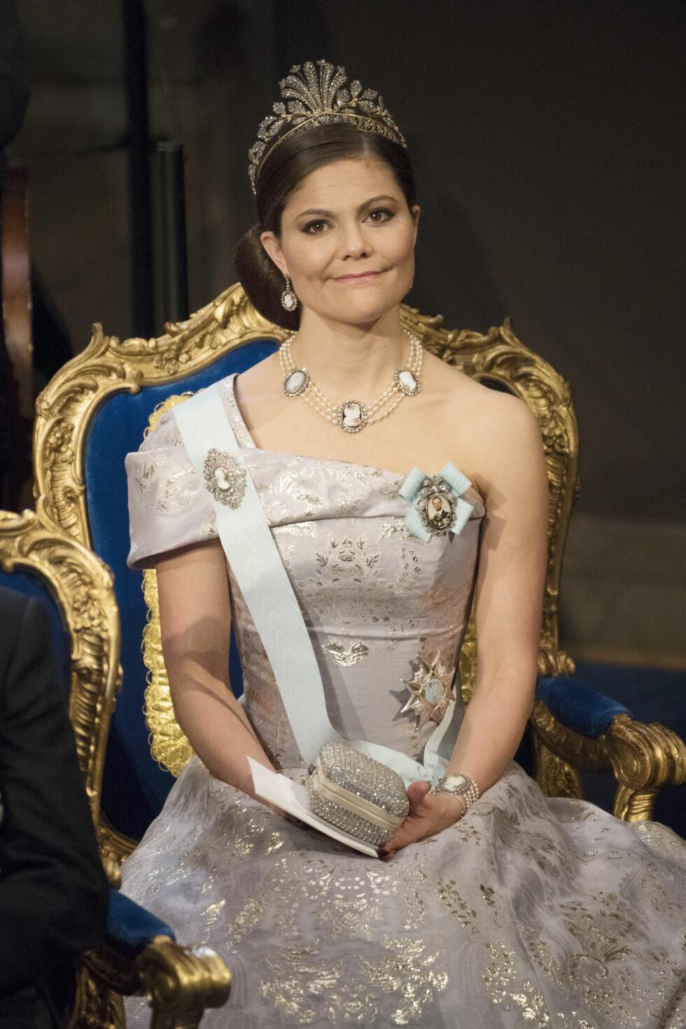 BILLIG LUKSUS: Kronprinsesse Victoria i en spesialdesignet kjole fra svenske Hennes & Mauritz. Den er laget av økologisk og bæredyktig stoff.  Foto: NTB Scanpix