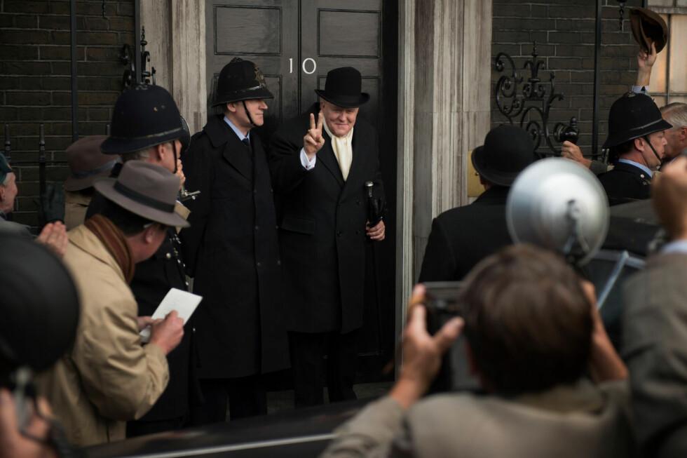 EN FOLKEHELT: Det er den amerikanske skuespilleren John Litgow som har kapret rollen som statsminister Winston Churchill. Han var statsminister i Storbritannia under krigsårene 1940 til 1945 og på nytt i perioden 1951 til 1955. Foto: Netflix