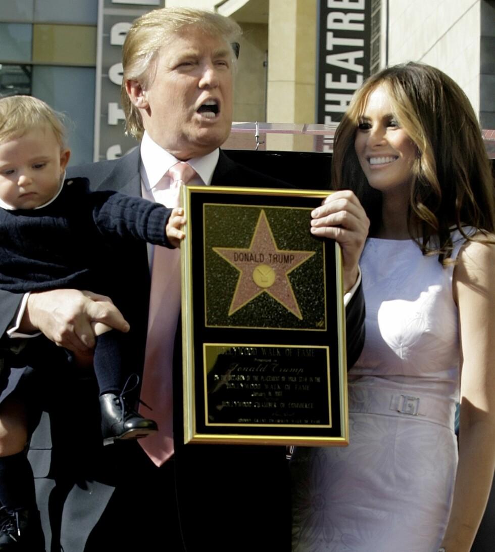 2007: Donald Trump mottar en stjerne på Hollywoods Walk Of Fame. Melania og sønnen Barron stiller opp, og legg merke til at fru Trump går for en litt mer konservativ look. Foto: Ap