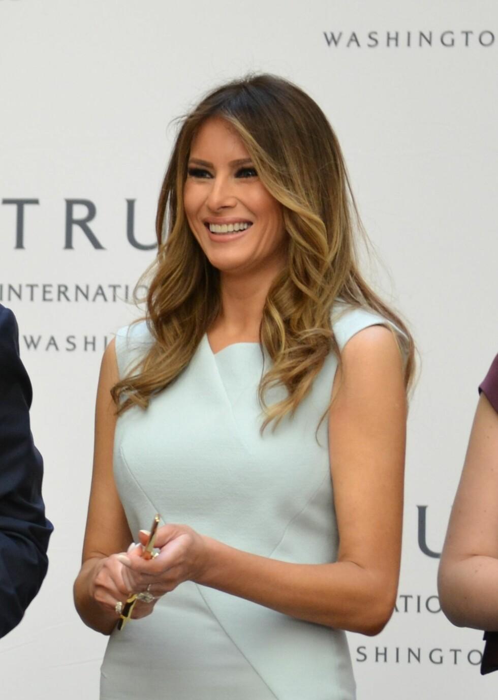 ELEGANT: En enkel kjole er alltid et sikkert valg. Foto: Splash News