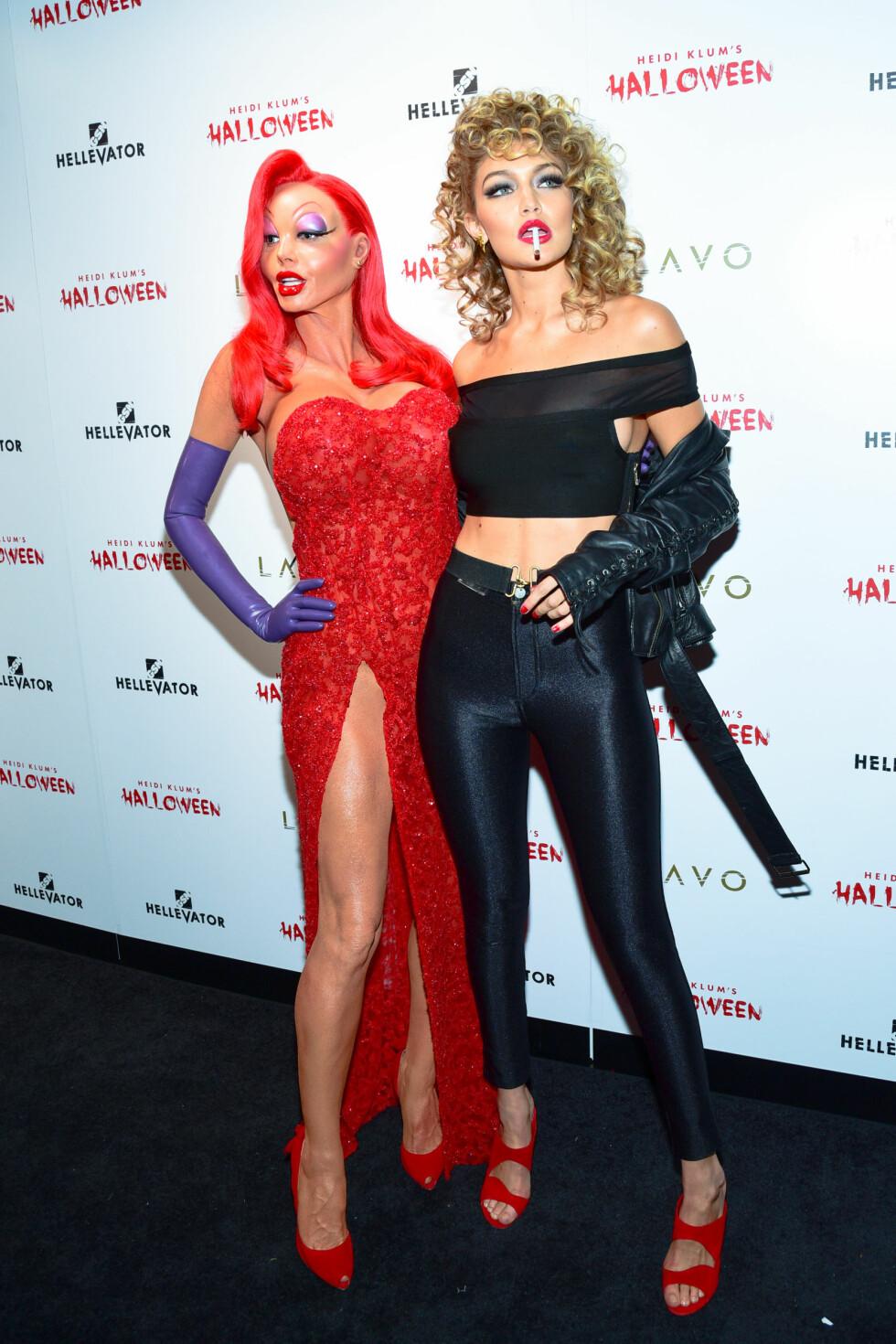 SUPERMODELLER: Vi kunne se at det var Gigi Hadid som hadde kledd seg ut som Sandy fra Greece, men at det var Heidi Klum som gjemte seg bak det andre kostymet, hadde vi aldri trodd! Foto: SipaUSA