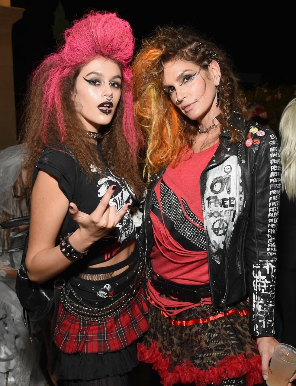 HALLOWEEN 2016: Kaia Gerber og moren Cindy Crawford utkledd som punkere. Foto: Afp