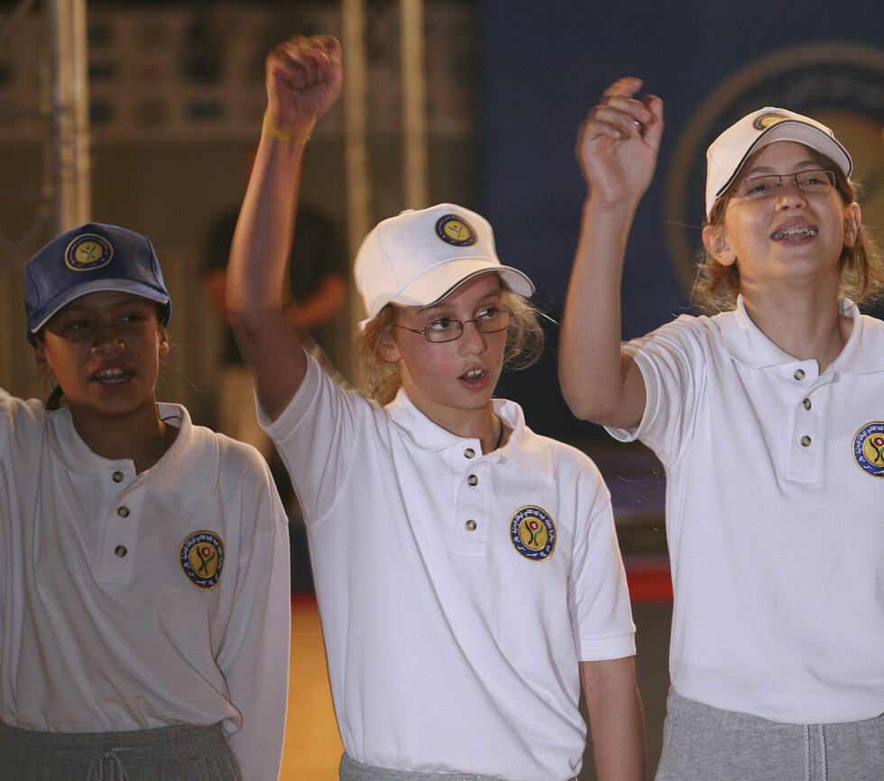 DEN GANG DA: Den søte prinsessen (midten) har alltid vært glad i sport, og dette bildet er tatt i forbindelse med et arrangement i regi av Al-Hussein Sport City i Amman våren 2007. Foto: NTB Scanpix