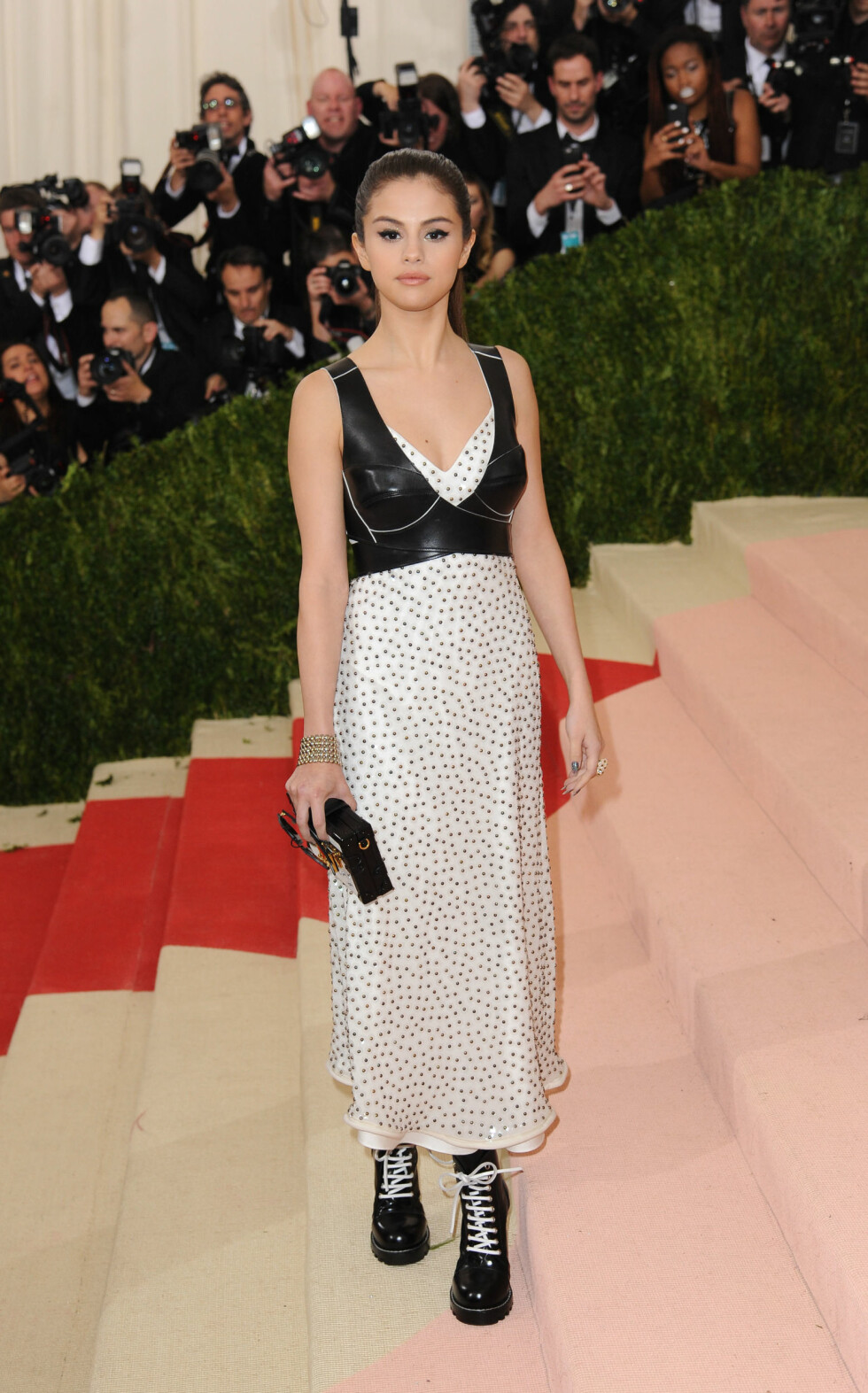 Stars arrive at the 'Manus x Machina: Fashion in an Age of Technology' Costume Institute Benefit Gala at the Metropolitan Museum of Art on May 2, 2016 in New York City, New York.  Pictured: Selena Gomez Ref: SPL1274387  020516   Picture by: Splash News  Splash News and Pictures Los Angeles:310-821-2666 New York:212-619-2666 London:870-934-2666 photodesk@splashnews.com  Foto: Splash News