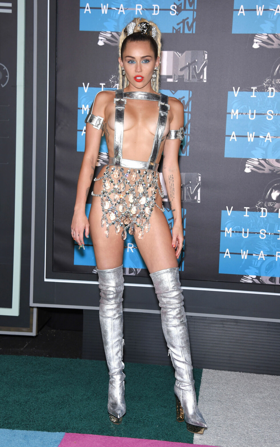 SØLV: Miley Cyrus fotografert under MTV Video Music Awards i 2015. Foto: NTB Scanpix