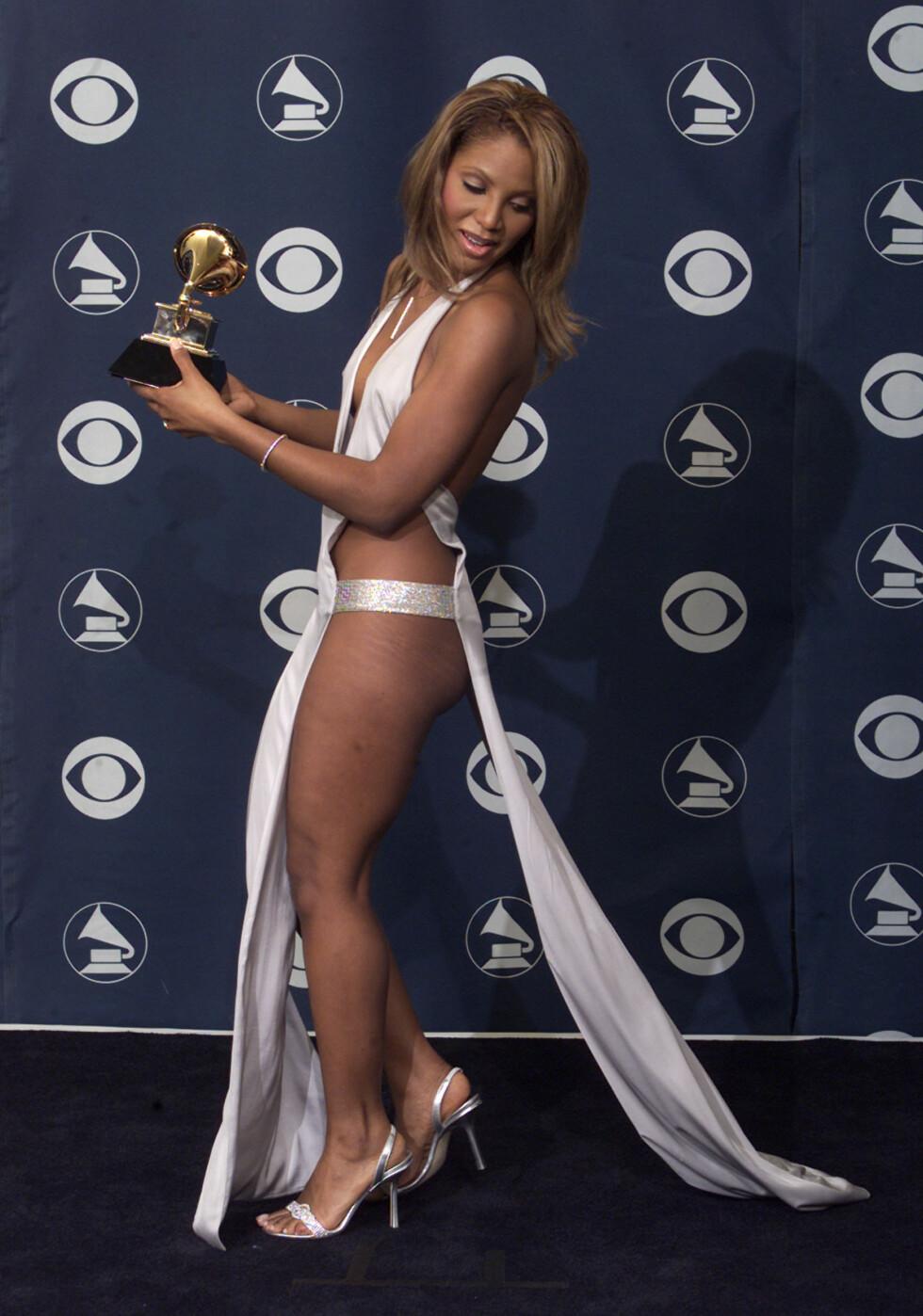 ANNO 2001: Artist Toni Braxton fotografert under Grammy-utdelingen i 2001. Foto: NTB Scanpix