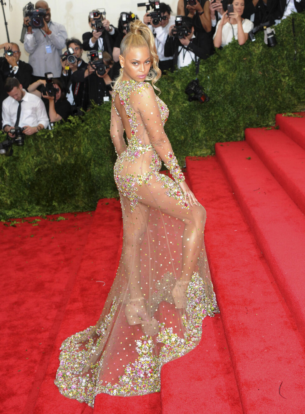 POSERER: Beyoncé fotografert under The Met Gala i New York i 2015. Foto: NTB Scanpix