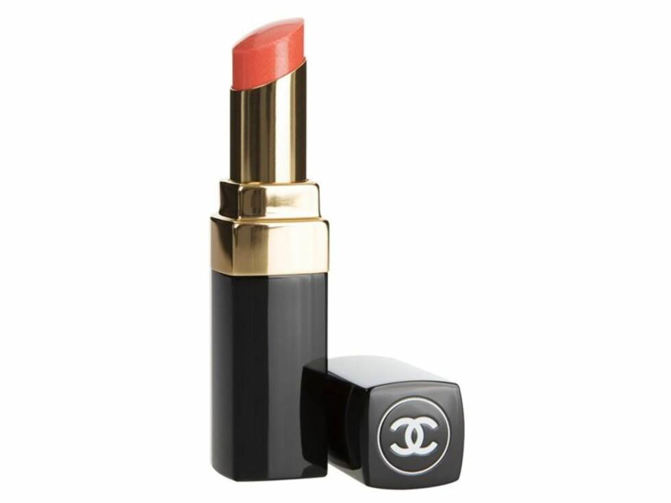I anmeldelsene av denne leppestiften, står det at den gir leppene massevis av fuktighet og flott glans, akkurat slik produkter lover. Foto: Blush