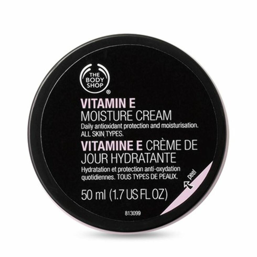 Denne ansiktskremen får massevis av skryt for å tilføre huden en god dose fuktighet og for at den trekker raskt inn i huden – akkurat som lovet. Foto: Blivakker