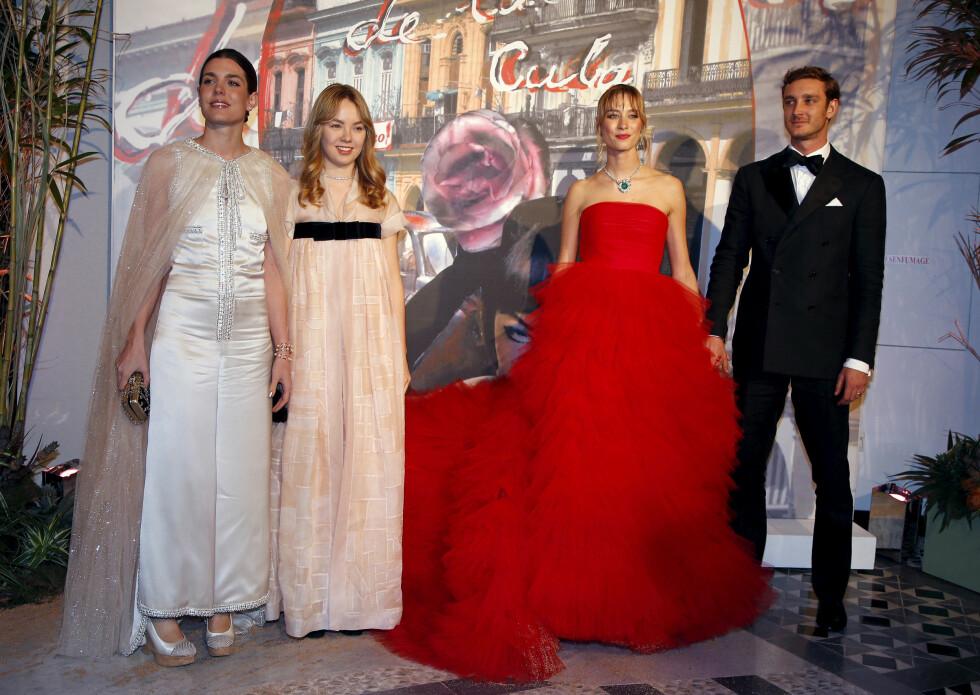 STORE SMIL: Charlotte Casiraghi, prinsesse Alexandra av Hanover, Pierre Casiraghi og hans kone Beatrice. Foto: NTB Scanpix