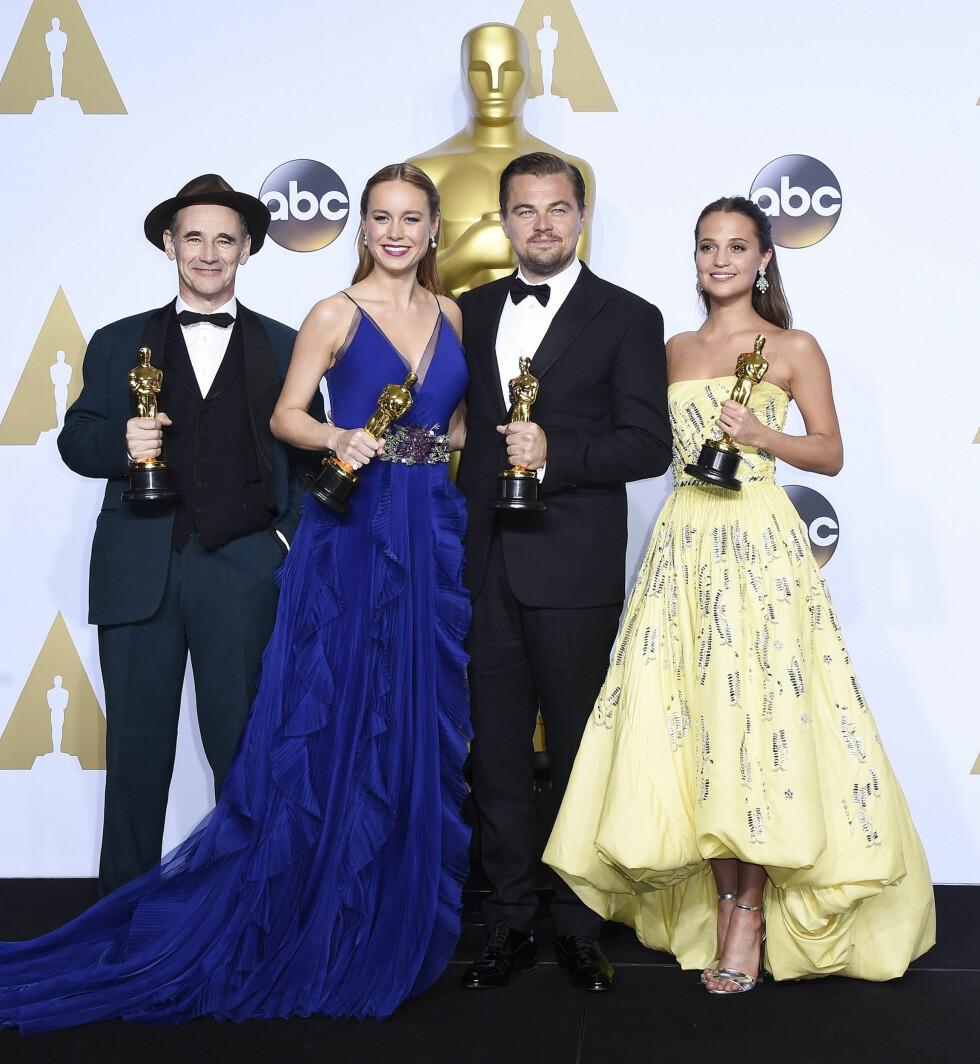 <strong>OSCAR 2016:</strong> Vinnerne på rad og rekke: Mark Rylance fikk prisen for beste birolle for filmen 'Bridge of Spies', Brie Larson fikk prisen for beste hovedrolle i filmen 'Room', legenden Leonardo DiCaprio fikk endelig Oscar-statuetten han fortjener for rollen i 'The Revenant', mens svenske Alicia Vikander fikk prisen for beste birolle i for filmen 'The Danish Girl'.  Foto: NTB Scanpix