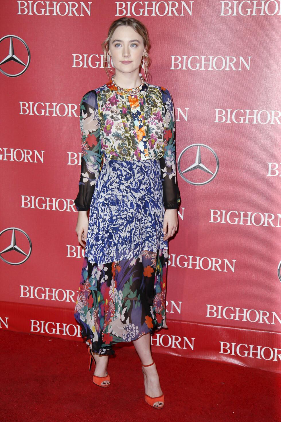 <strong>SAOIRSE RONAN:</strong> Under Palm Springs International Film Festival Awards i begynnelsen av januar kastet hun glans over rød løper i denne lekre kreasjonen. Foto: NTB Scanpix