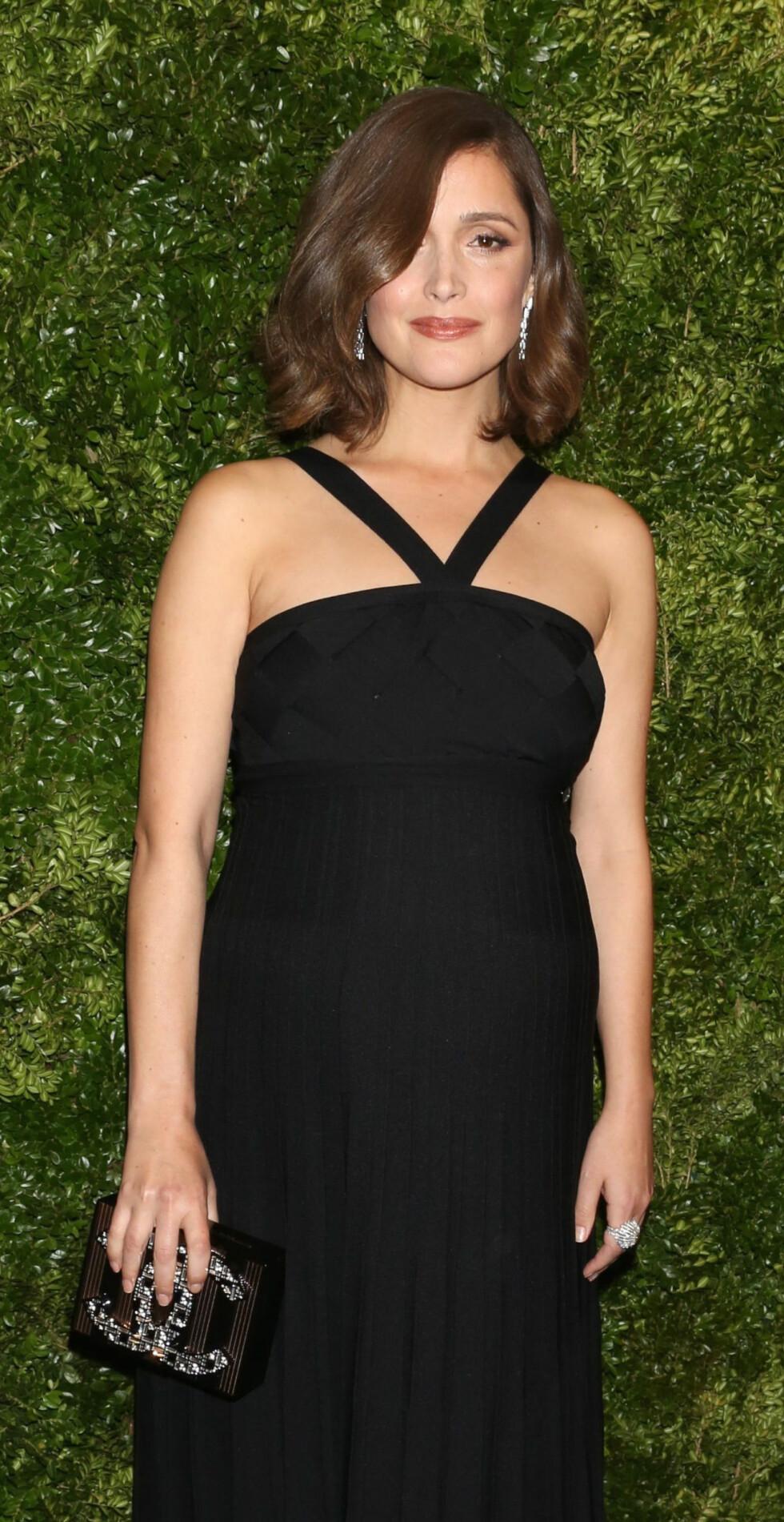 ROSE BYRNE: Den gravide skuespilleren kastet glans over et filmevent i New York på tampen av fjoråret. Foto: NTB Scanpix