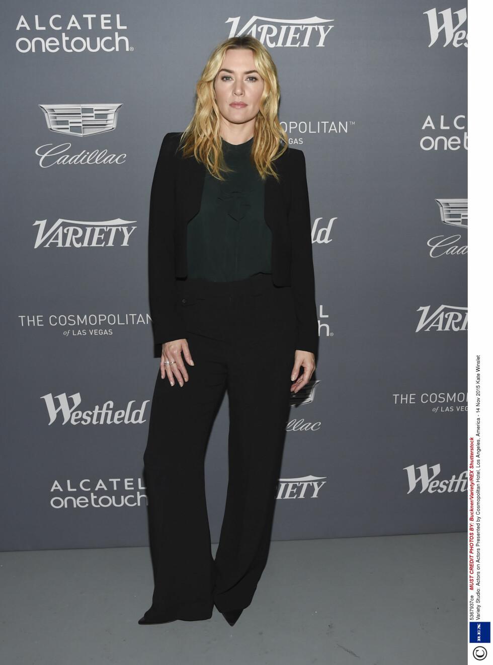 KUL I DRESS: Nok et sort antrekk fra Winslet, men med en lite innslag av grønt. Foto: Rex Features