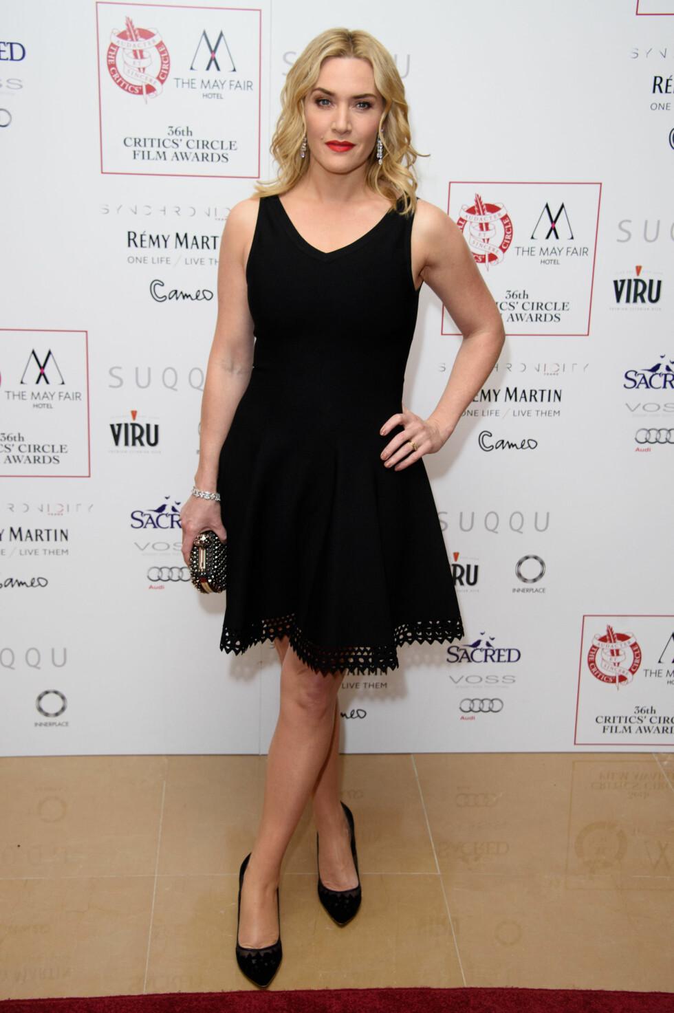 FLOTT DAME: Nok et heltsort antrekk fra Kate Winslet. Det enkleste er ofte det beste, eller hva? Hun ser jo fantastisk ut! Foto: Ap