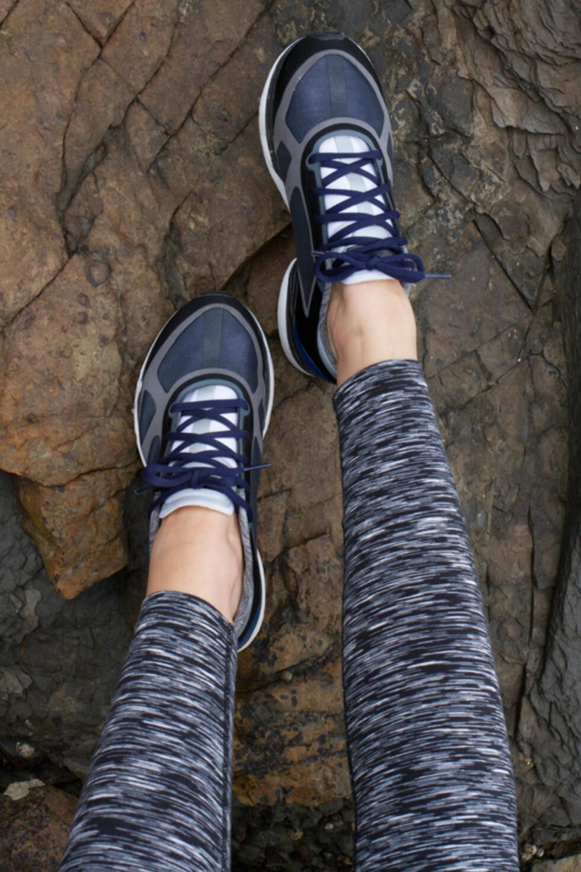 Joggesko fra Stella McCartney for Adidas, kr 1400 og tights fra Bjørn borg, kr 599.  Foto: Jakob Landvik