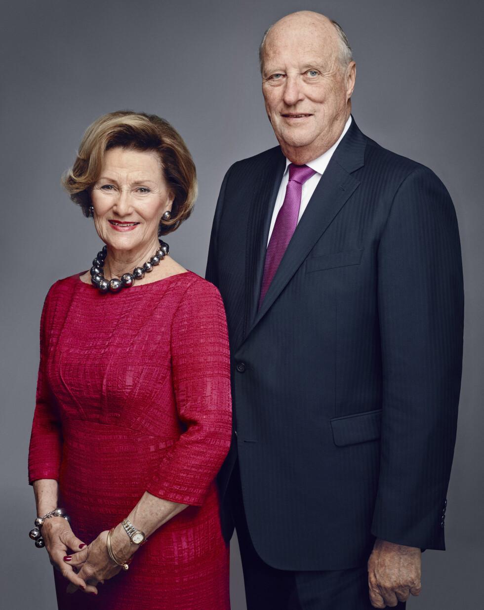 FLOTT PAR: Neste år fyller dronning Sonja og kong Harald 80 år - men det er ingen tvil om at de to holder seg godt. I 25 år har de vært Norges kongepar. Foto: Det kongelige hoff Jørgen Gomnæs / NTB scanpix