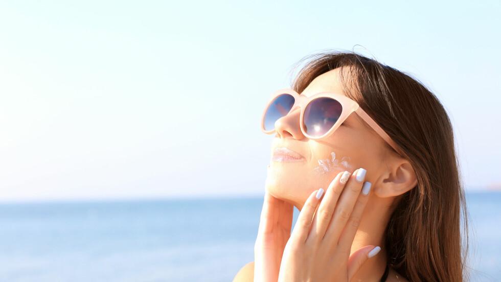9 TESKJEER: For at du skal få den faktoren solkremen lover, trenger du 9 teskjeer med solkrem på kroppen.  Foto: Scanpix