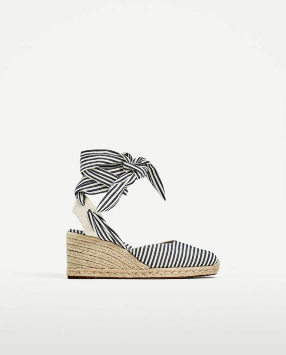 Sko fra Zara   kr 349   https://www.zara.com/no/no/dame/sko/espadrillos/stripet-kileh%C3%A6lsko-med-knyting-c819505p4335510.html