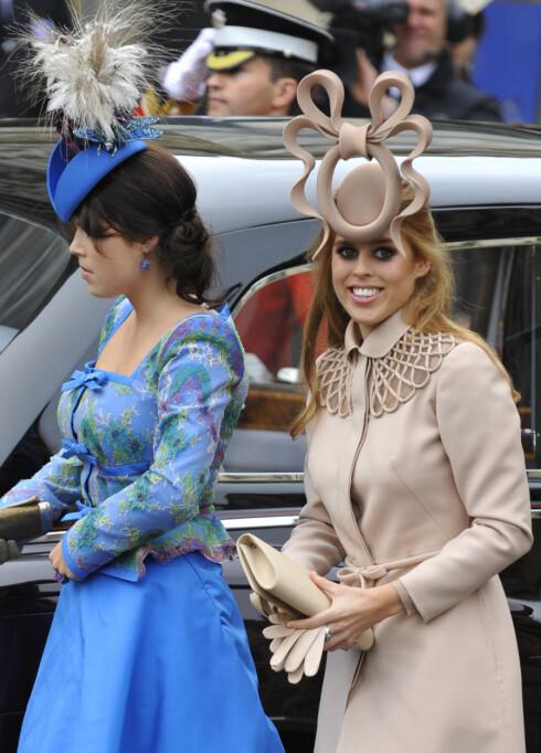 2011: Prinsesse Beatrice ankommer bryllupet til hertuginne Kate og prins William sammen med søsteren prinsesse Eugenie.  Foto: Reuters