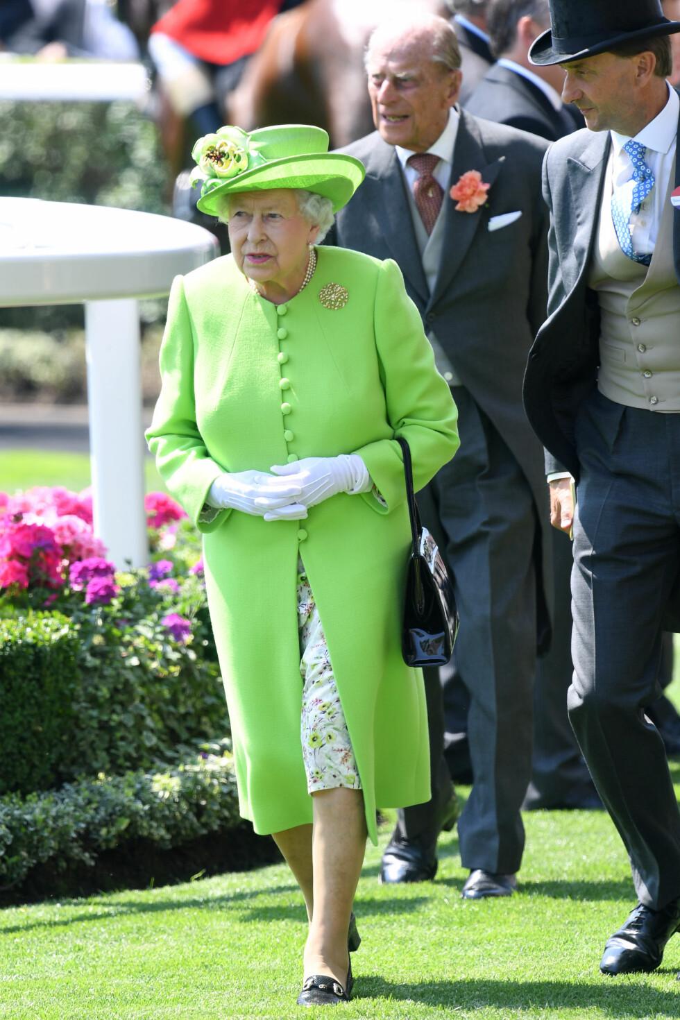 ROYAL ASCOT: Dronning Elizabeth II gikk for en enklere variant, men var som vanlig antrukket i et fargesterkt antrekk! Foto: Pa Photos