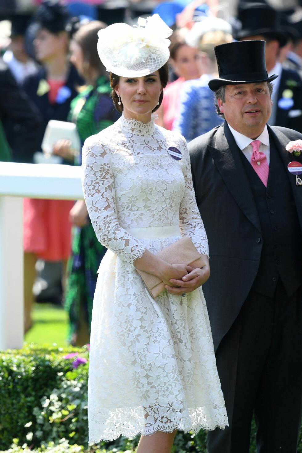 ROYAL ASCOT: Også hertuginne Kate gikk for noe enklere enn resten av gjestene. Foto: Pa Photos