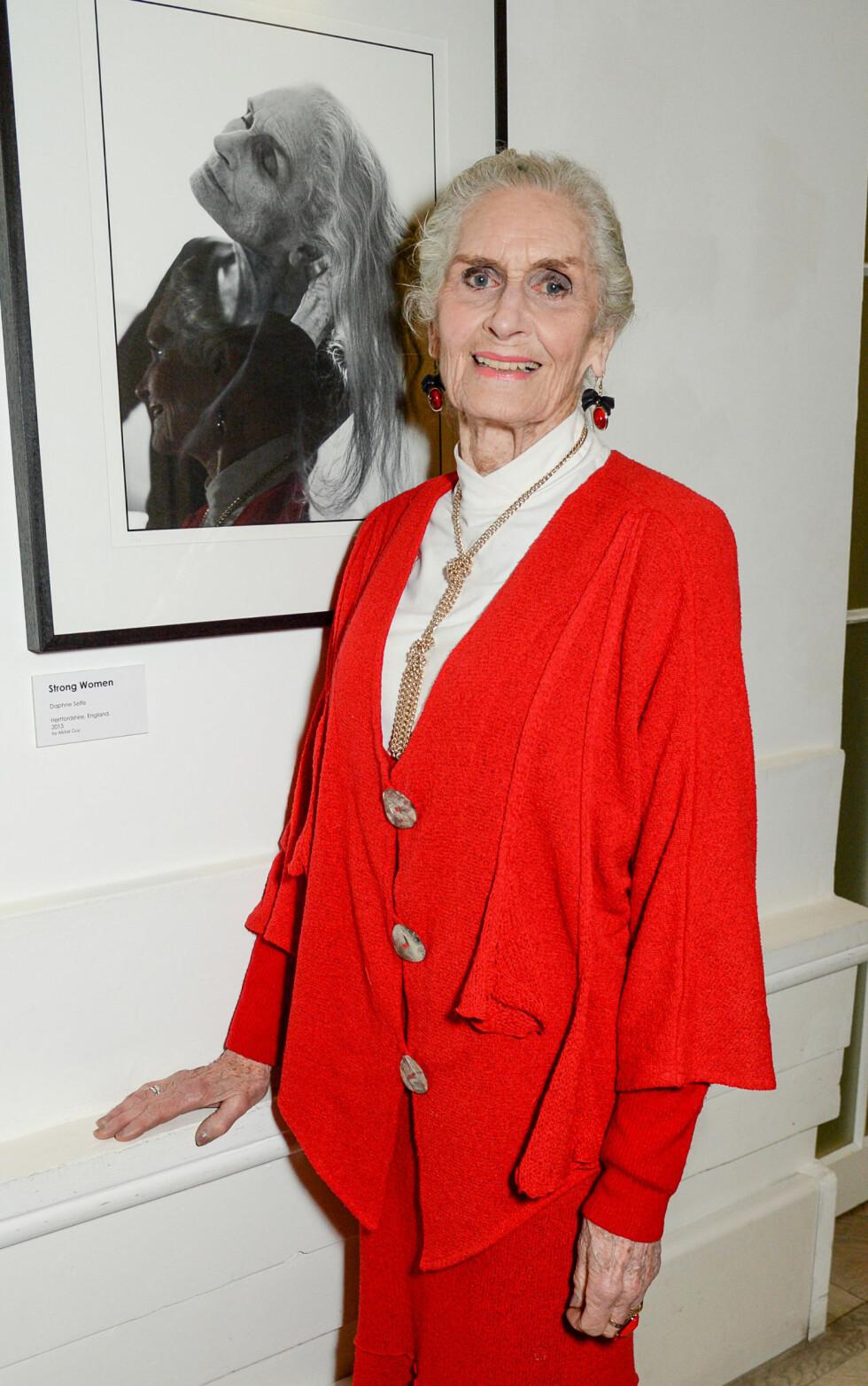 DAPHNE SELFE (89): Kjent som verdens eldste arbeidende supermodell, med stadig flere oppdrag. Hevder hun aldri skal slutte, og har startet et eget mentorkurs for yngre modeller på nett. - Jeg trente mye da jeg var ung, det tror jeg hjelper når man blir eldre, har hun tidligere uttalt. Foto: NTB Scanpix
