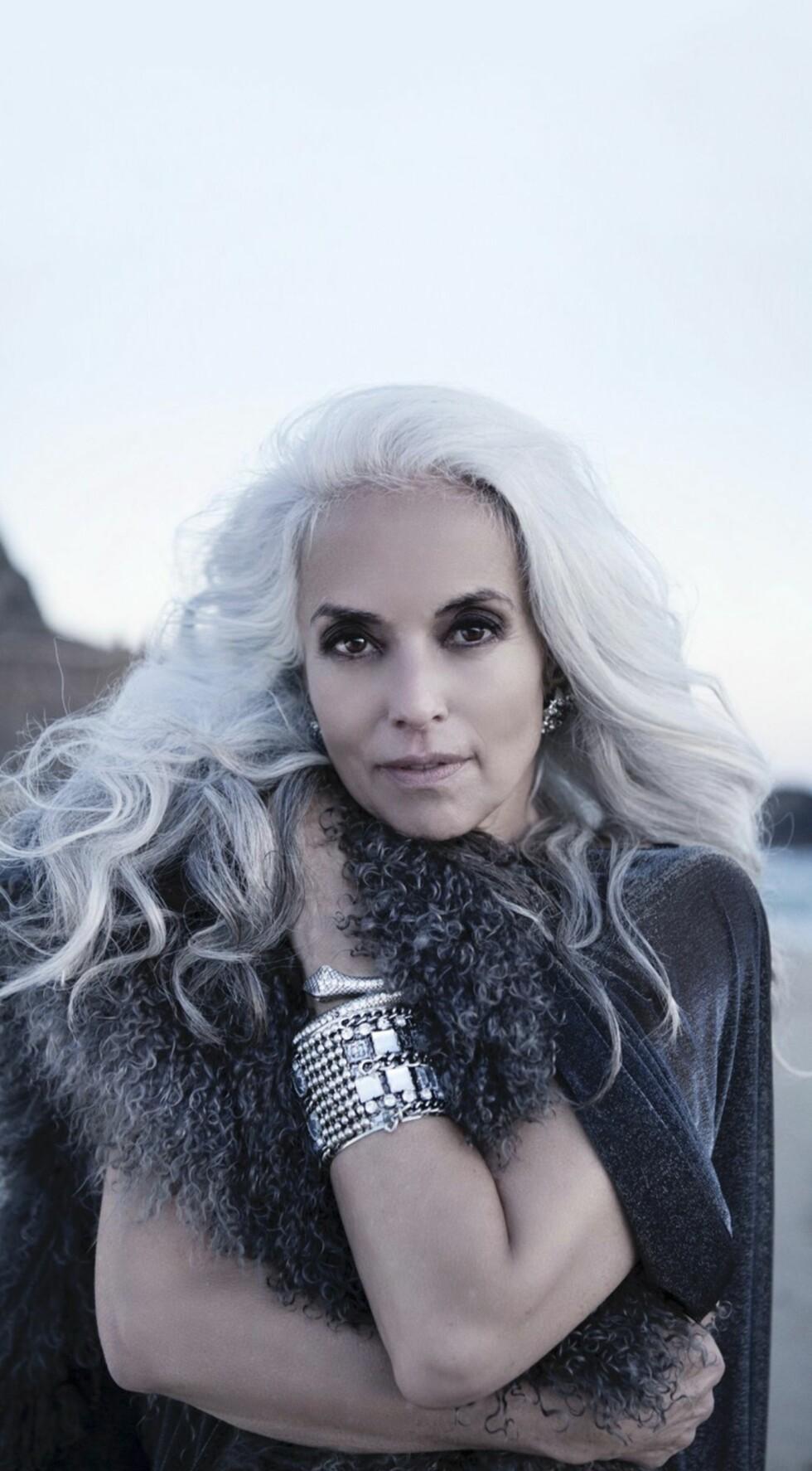 YASMINA ROSSI (61): Fransk-amerikansk modell. Fikk fart på modellkarrieren som 45-åring. På spørsmål om hemmeligheten bak sitt friske utseende, svarer hun blant annet at hun smører seg inn med rapsolje og spiser avokado hver eneste dag. Foto: Viktorija Pashuta