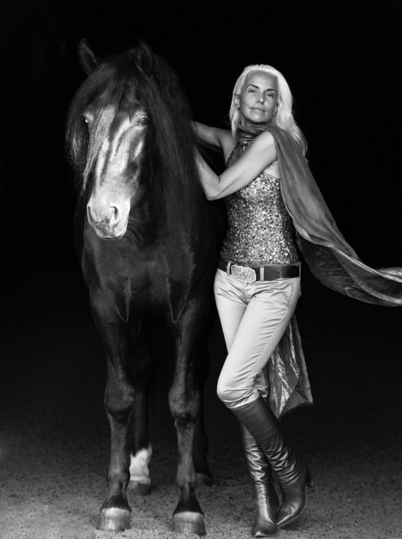 YASMINA ROSSI (61): Vi digger dette bildet av den flotte supermodellen! Foto: Anwer Sher