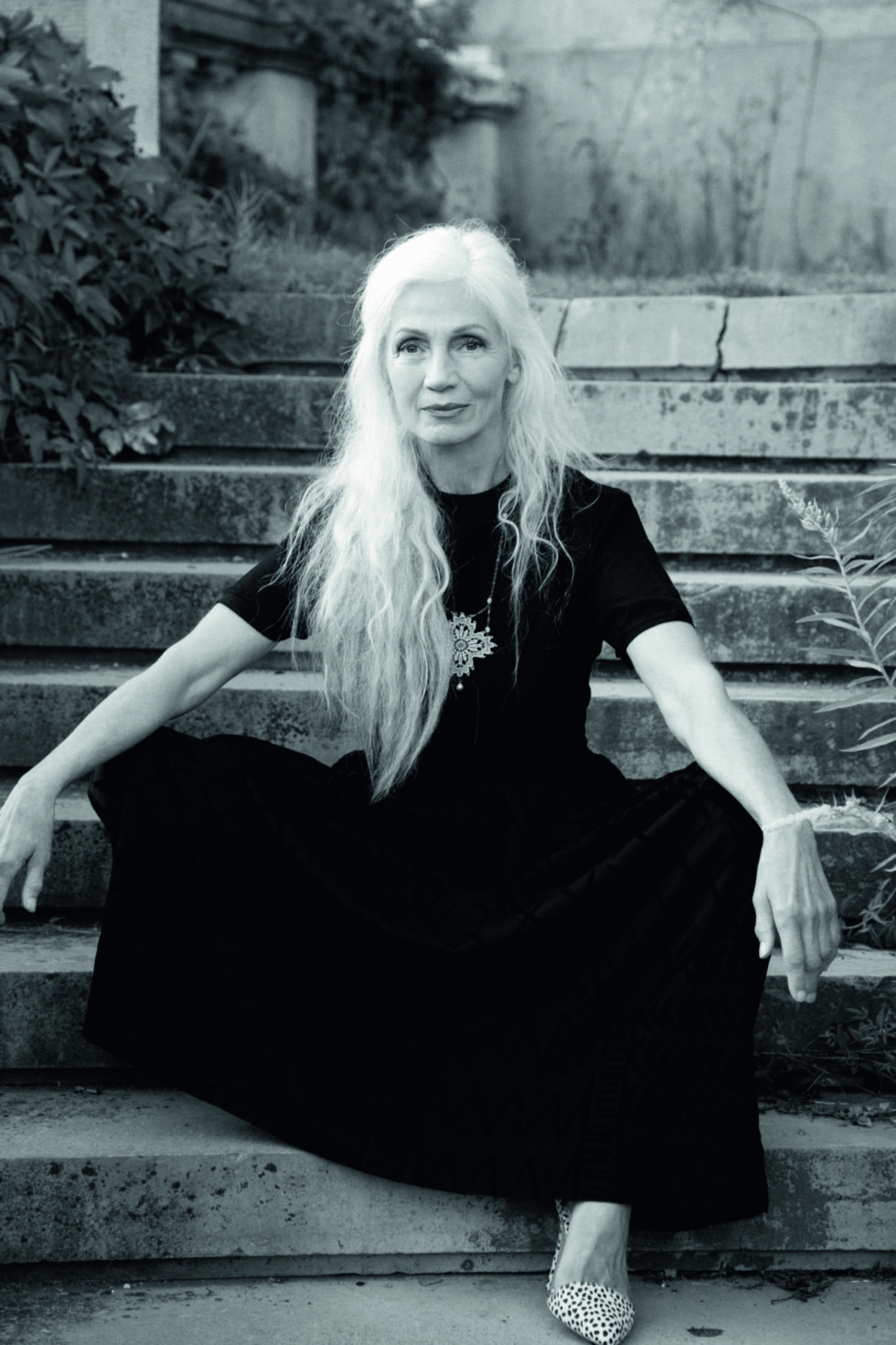 INGMARI LAMY (70): Svensk. Begynte som modell i 60-årene og er registrert i en mengde modellbyråer over hele Europa. Hun jobber også med healing og kroppsterapi. - Jeg har alltid vært komfortabel med meg selv, en sterk selvfølelse er kilden til både inder og ytre skjønnhet, har hun sagt til Odalisquemagazine.com. Foto: Sandra Myhrberg