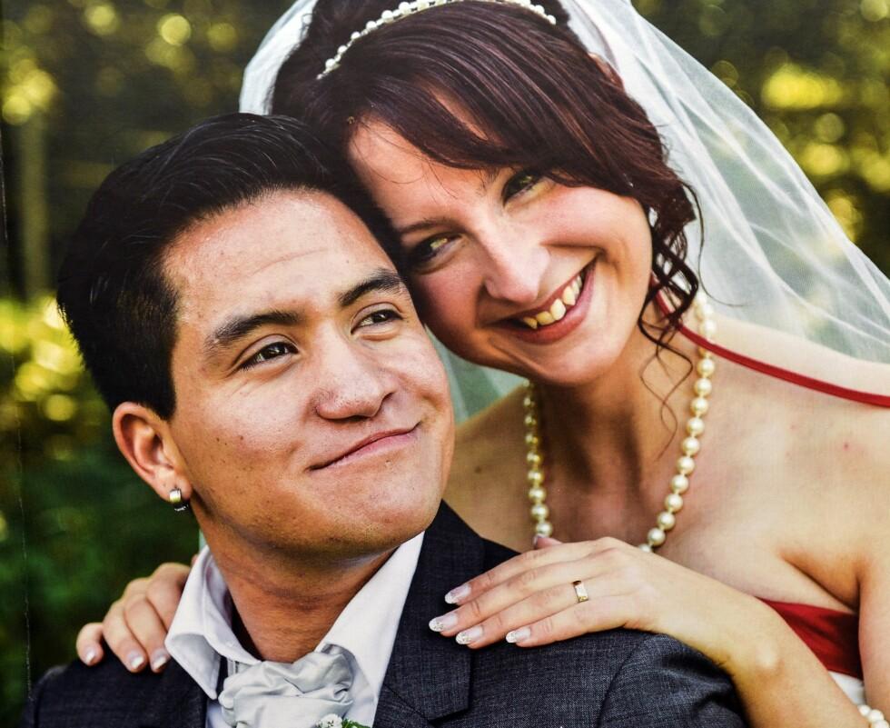 LYKKELIGE NYGIFTE: Clary og André ventet med å gifte seg til han fikk sitt nye, mannlige personnummer. Foto: Kai Rehn