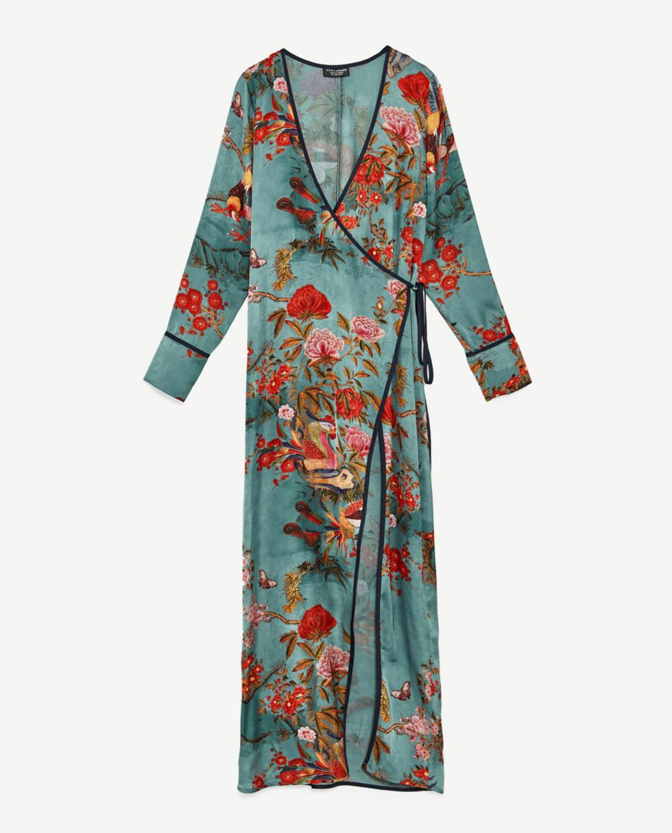 <strong>Kimonokjole fra Zara | kr 599 | https:</strong>//www.zara.com/no/no/dame/kjoler/maxi/kimonokjole-med-m%C3%B8nster-c400008p4575004.html