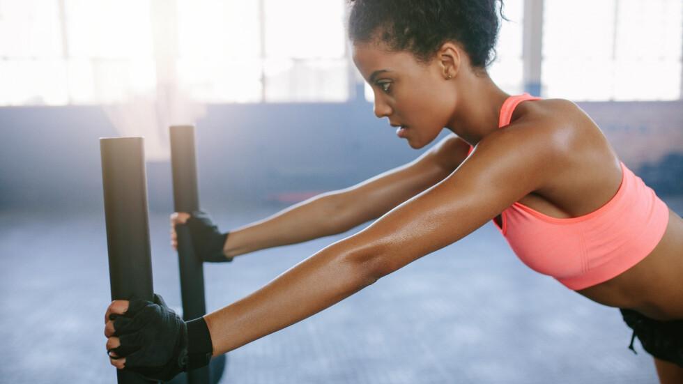 STYRKETRENING: Skal du dele opp styrketreningen i kroppsdeler eller kan du trene hele kroppen hver gang? Dette mener ekspertene. Foto: NTB scanpix