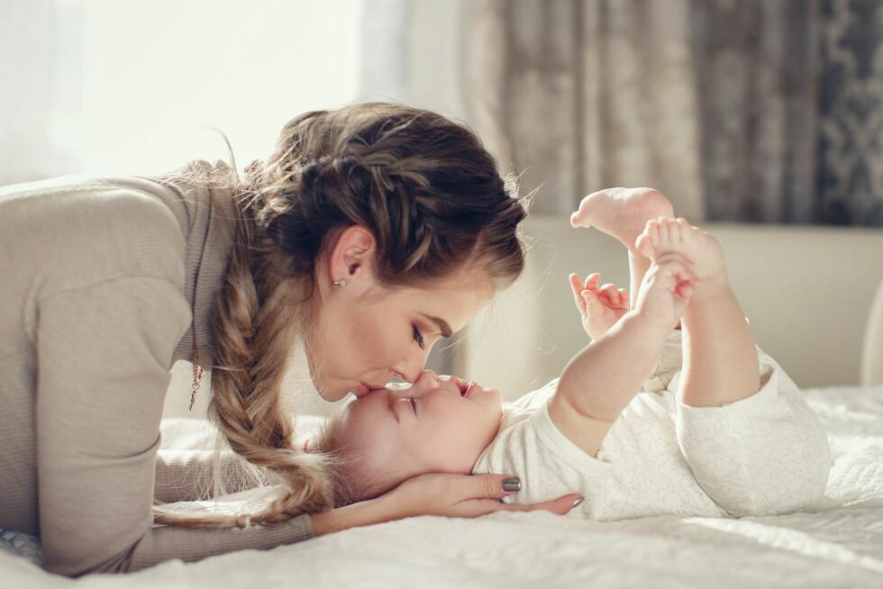 NÆRT BÅND: Fordi du får dekket behovet for nærkontakt gjennom blant annet å amme babyen, er gjerne behovet for nærhet til partner mindre i spedbarnsperioden.  Foto: Scanpix